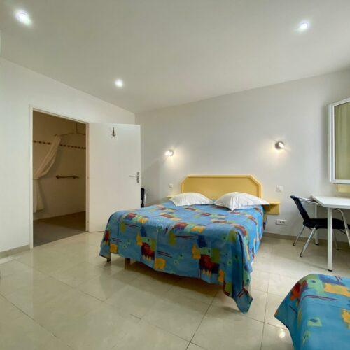 Chambre standard PMR de l'Hôtel Myriam à Vias-Plage (34)