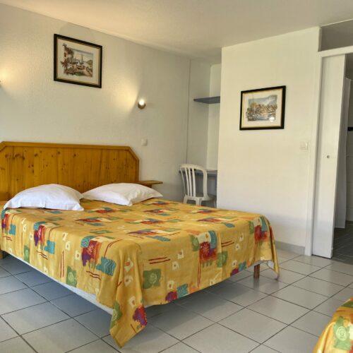Chambre PMR avec terrasse de l'Hôtel Myriam à Vias-Plage (34)